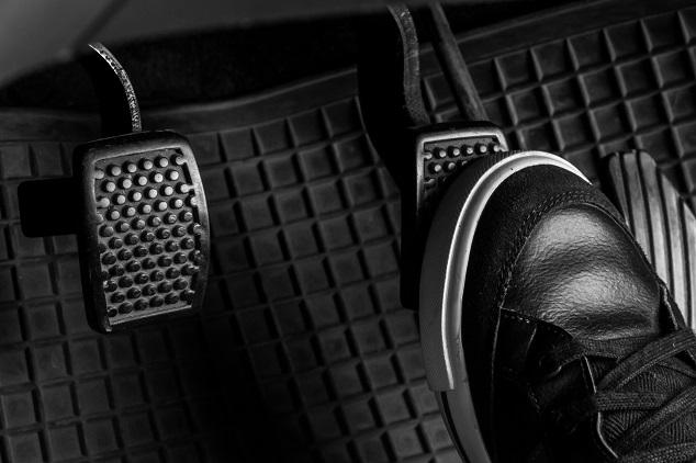 Beliebte Gegenstände im Auto: Sneaker