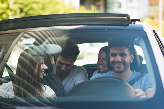 Carsharing Auto Gruppe fahren