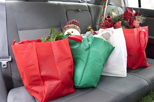 Weihnachtseinkäufe auf der Rückbank
