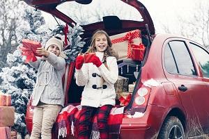 Geschenke im Auto zu Weihnachten